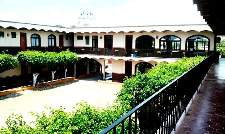 HOTEL QUINTA BLANCA – estacionamiento interno