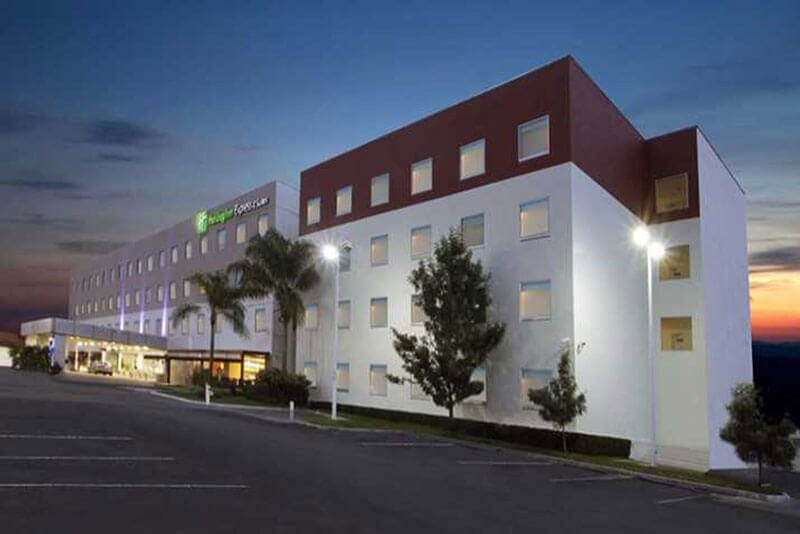 HOLIDAY INN EXPRESS & SUITES - Hotel ejecutivo