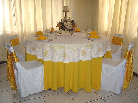 GOLDEN MULTIEVENTOS - Cubre Mantel Bordado