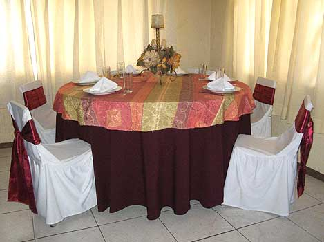 GOLDEN MULTIEVENTOS - Cubre Mantel Estampado