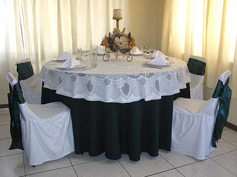 GOLDEN MULTIEVENTOS - Cubre Mantel Circular Bordado Blanco