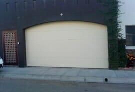 DOOR MASTER GARAGE DOORS - PUERTAS DE GARAGE