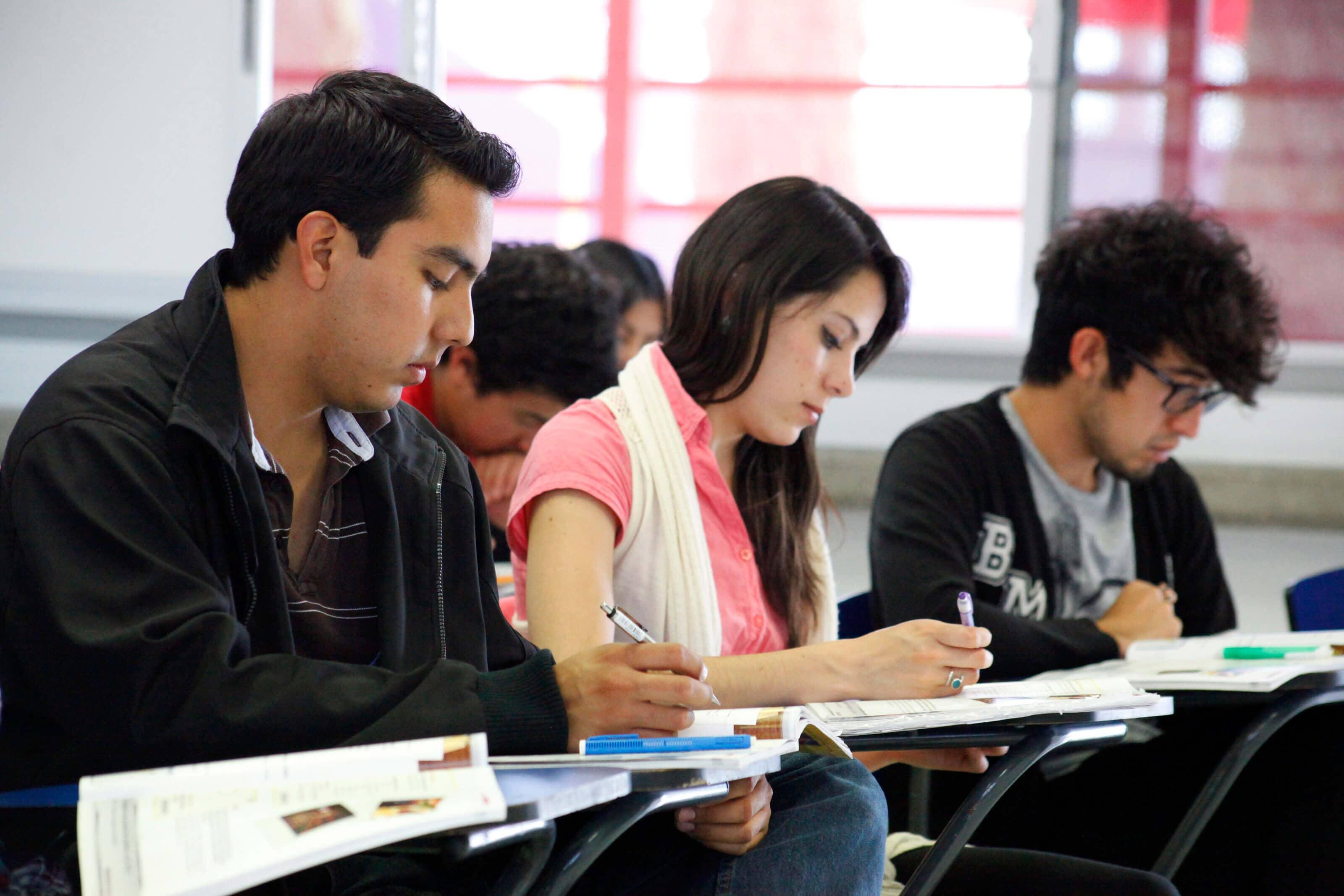 UNIVERSIDAD DE LEON SALAMANCA - Licenciaturas