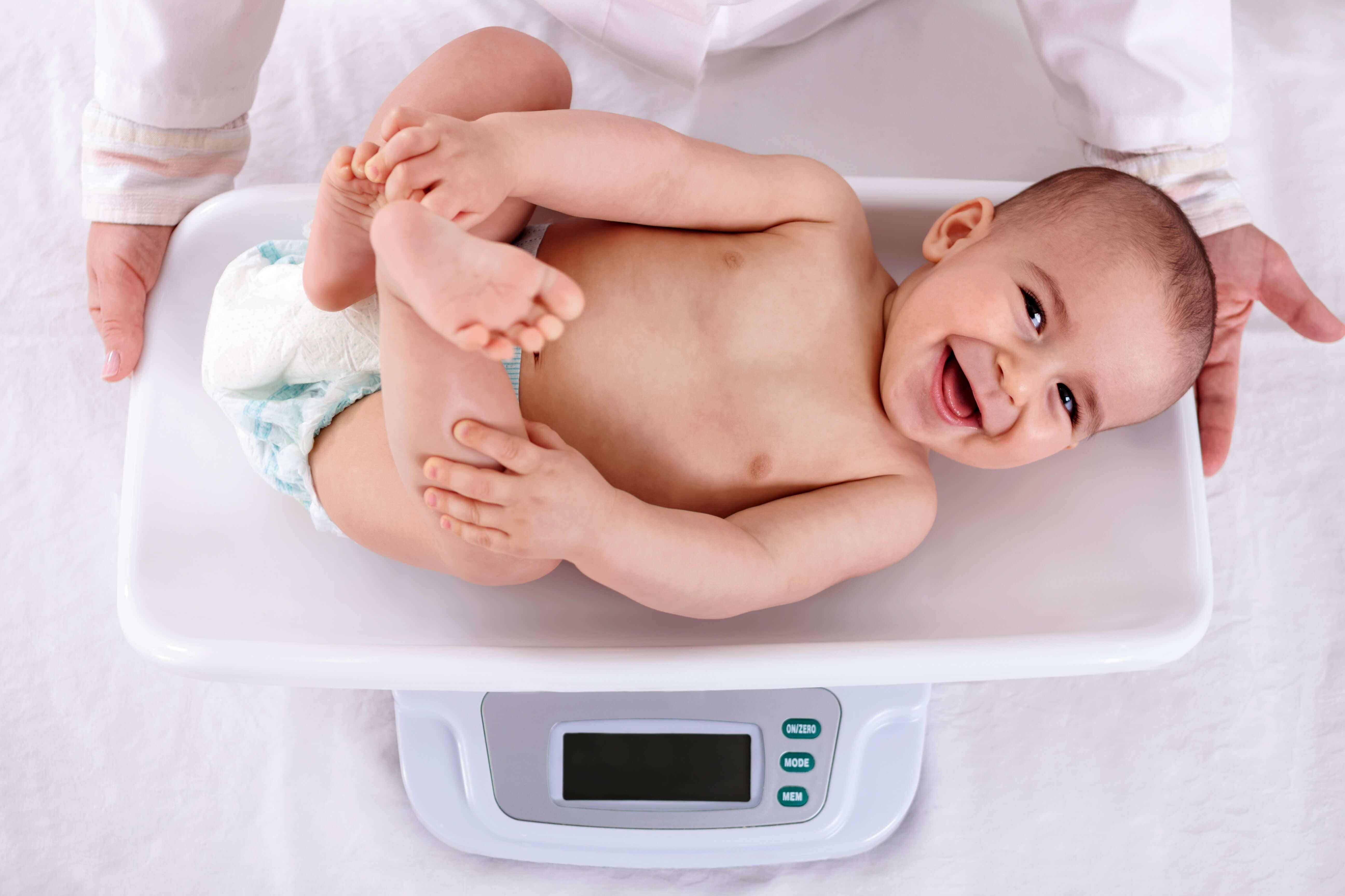 DR. MIGUEL CAMARILLO VALENCIA - Pediatra las 24 horas