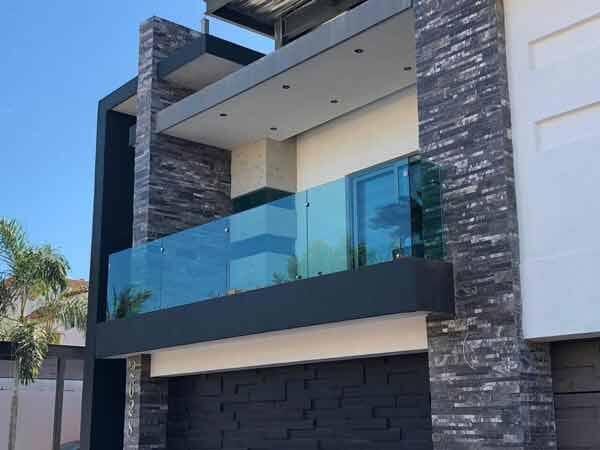 ALUMINIO LUNAS Y CRISTALES LOS PINOS - Barandal-de-cristal-para-balcón