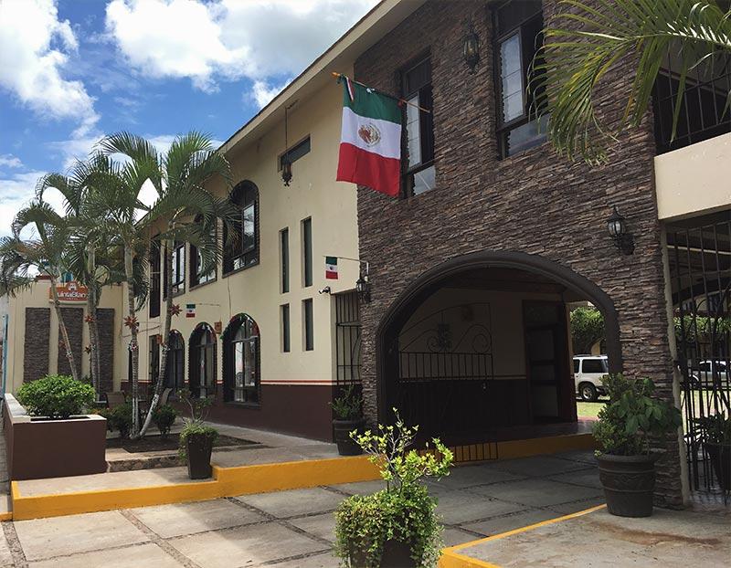 HOTEL QUINTA BLANCA - ESTACIONAMIENTO