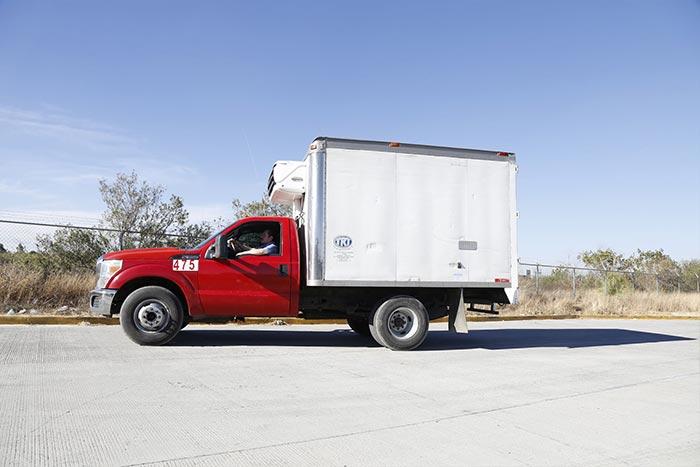 TRANSPORTES REFRIGERADOS TRT - Camioneta de carga 3 toneladas Ford lateral
