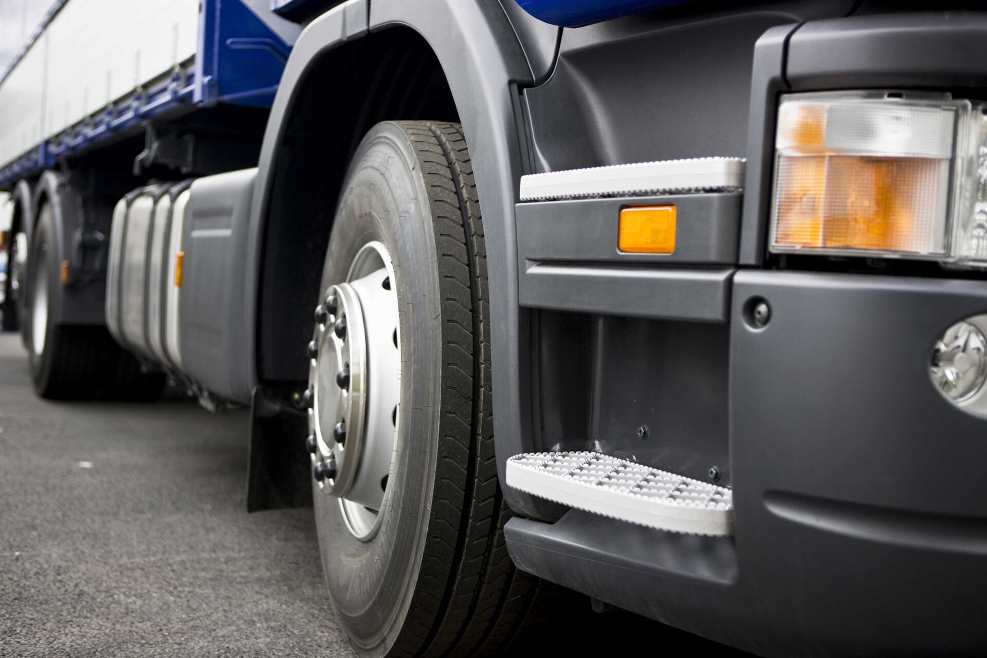 TRUCK SUSPENSION AND SERVICES - Muelles