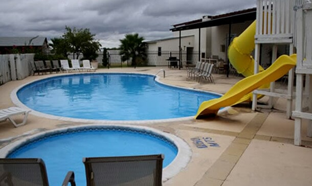 COUNTRY HILL HOTEL - PISCINA